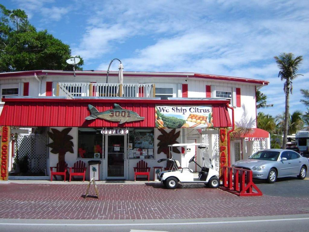 Shop mit Lebensmitteln in Fort Myers Florida unweit Cape Coral