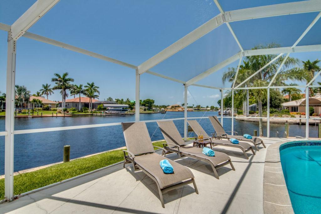 Poolbereich in Villa Pura Vida Cape Coral Ferienhaus zum Mieten