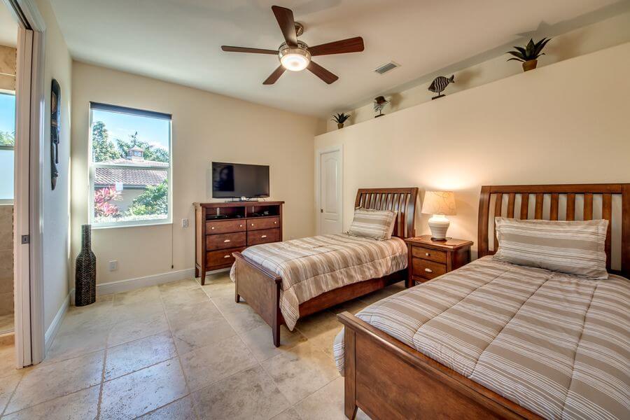 Schlafzimmer mit getrennten Betten insgesamt 8 Personen